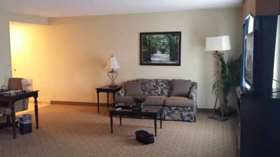 Hampton Inn Murrells Inlet/Myrtle Beach Area: Roomy, sitting area