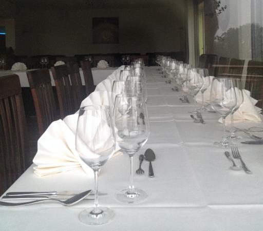 Gundelsheim, Deutschland: Das Restaurant und seine Nebenzimmer sind auch für Feiern beliebt.