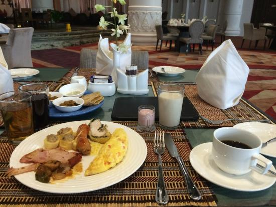The lobby and breakfast area - Picture of Rose Garden Hotel