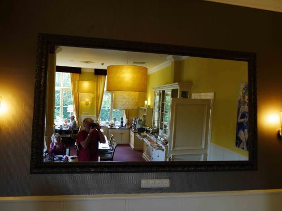 Hotel Restaurant la Sonnerie : nice breakfastroom-3