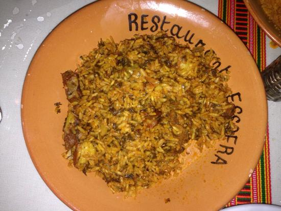 Restaurant Essofra: Couscous, rijst en dipsaus met lamsvlees. Redelijk eten en een authentieke sfeer met zachte Arab