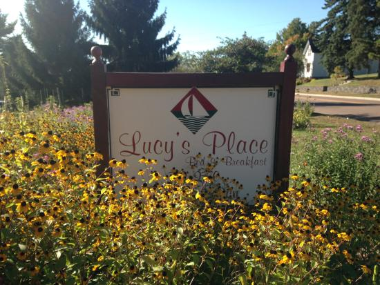 Lucy's Place Bed and Breakfast: B&B sign