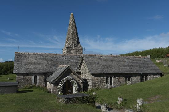 Trebetherick, UK: St Enedoc Church from the entrance side