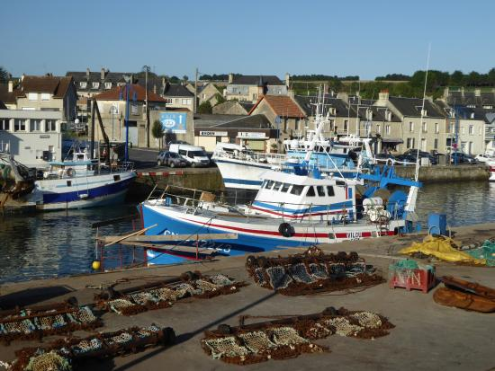 Ibis Bayeux Port en Bessin: Le port face à l'hôtel