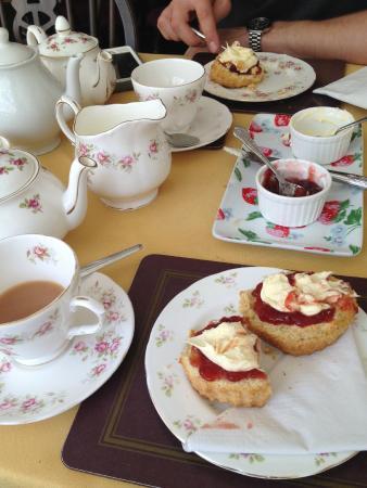The Singing Kettle: Cream tea
