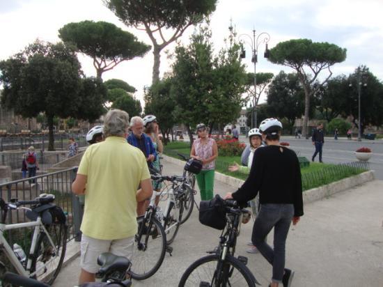 Roma Bike Tour: Begin van de fietstocht in de buurt van het Colosseum