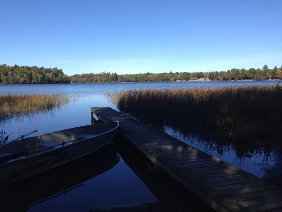 Holiday Acres Resort : Cabin 17 dock