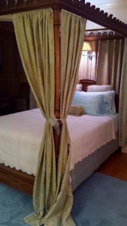 """The Fernbrook Inn : Fernbrook Inn """"Yellow Room"""""""