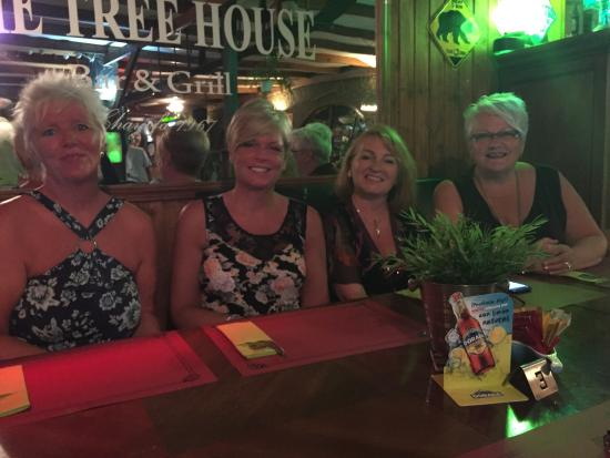 The Treehouse Bar & Grill: Great place, good food, brilliant music ( on Friday night) & lively friendly staff