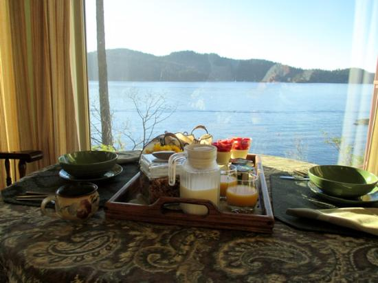 Soames Point Oceanfront Suite : Breakfast