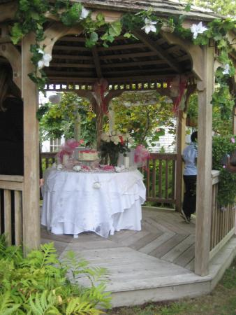 Quintessentials Bed and Breakfast and Spa: The Gazebo