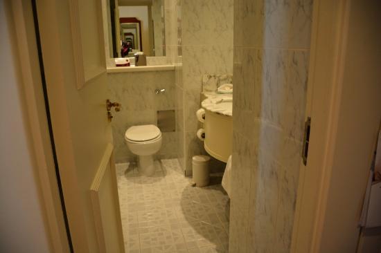 Galway Bay Hotel Small Bathroom