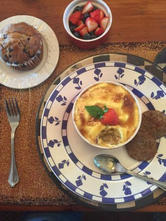 The Whimsical Pig Bed and Breakfast at Wolf Creek: Creme brûlée oatmeal and homemade blueberry muffins