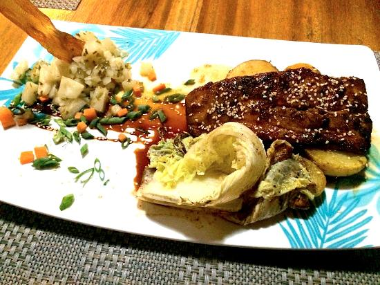 El Kapuyo: Mahi Mahi in an oriental glaze sauce with potatoes