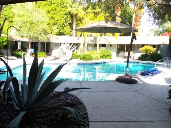 Avance Hotel: Pool area
