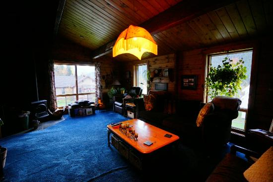 Coyote's Den Guesthouse : We did enjoy the moment in a vintage, wooden, and home-like B&B. The environment is romantic and