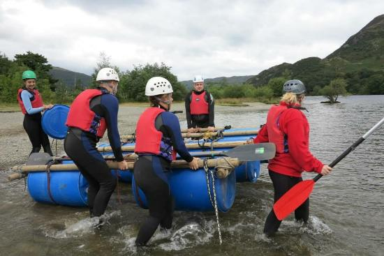 Watermillock, UK: Raft building and gorge walking with the fam!!