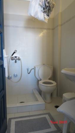 Агиос-Прокопиос, Греция: Very small bathroom