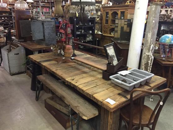 Seymour, MO: Comeonin Antiques