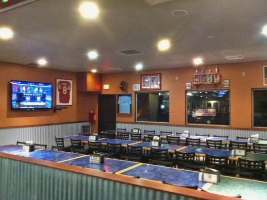 Sutherlin, Oregon: The redroom is used for reservations. Great for football nights