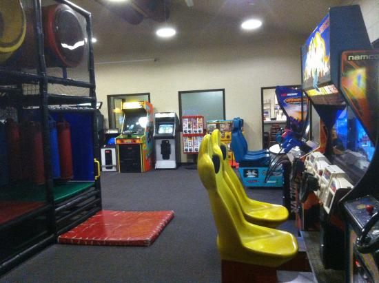 Sutherlin, Oregon: playroom has a play structure and video games. great for kids and adults.