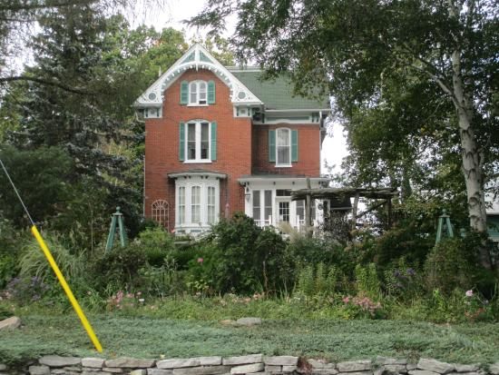 Century House Bed and Breakfast: Century Bed and Breakfast, Bloomfield, Ontqario