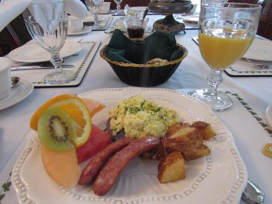 Bristol, NH: Breakfast.  Lovely presentation and delicious.