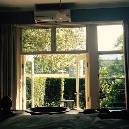 Broughton Mill Farm Guesthouse B&B: Cosy bedroom, comfortable queen bed