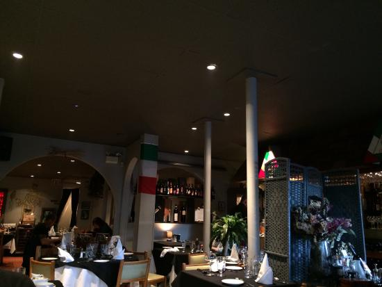 Osteria Napoli Ristorante: The food is great...the decorations need a facelift.