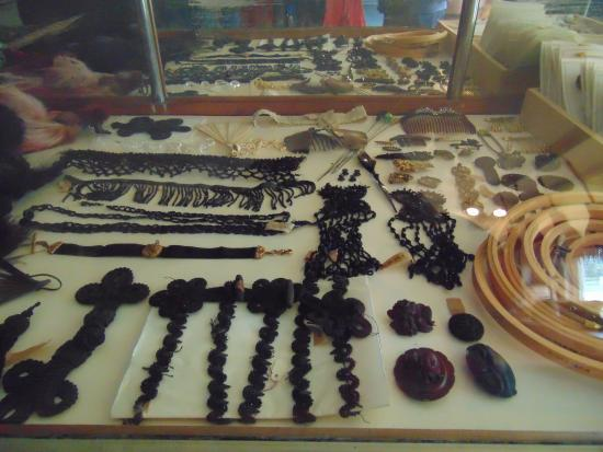Markham Museum: display in General store