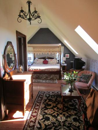Gardenview Bed and Breakfast: the upstairs room
