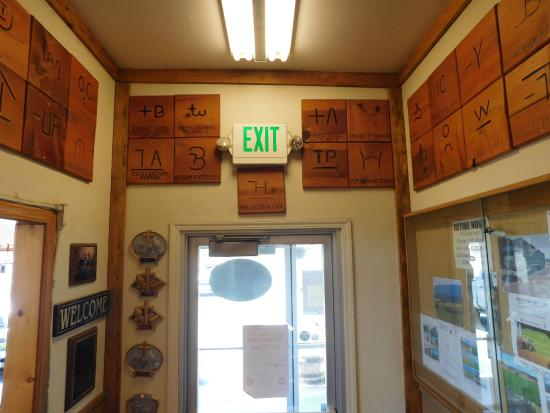 Cottonwood, CA: Wall of plaques
