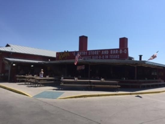 Rudy's Country Store & Bar B Q: BBQ at a gas station