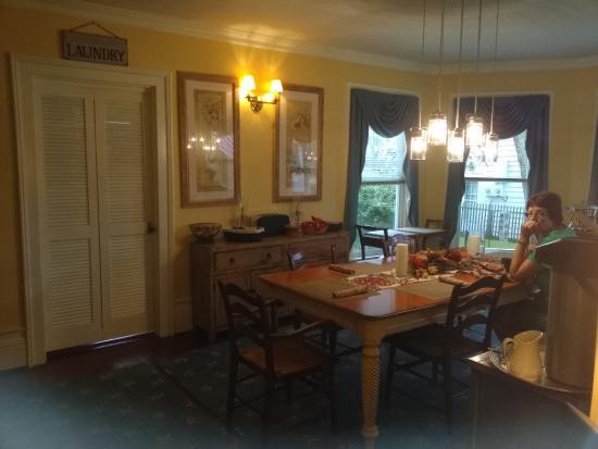 Pecan Tree Inn: Dining room