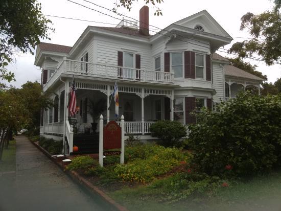 Pecan Tree Inn: Outside of inn