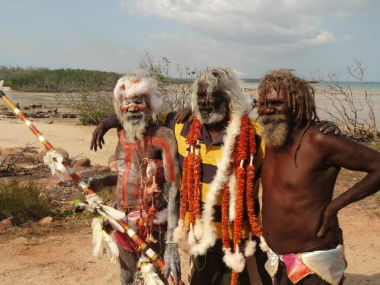 Elcho Island, Austrália: Morning Star dancers -brothers all over 70