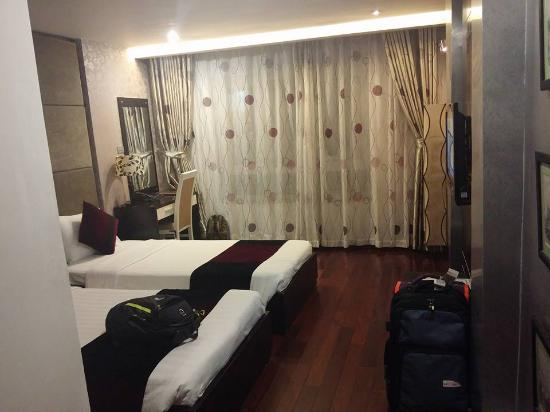 Hanoi Victory Hotel: deluxe room with city view