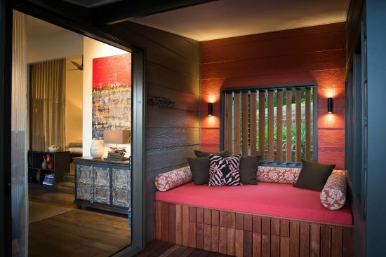 Gaia Retreat & Spa: Komala Villa daybed