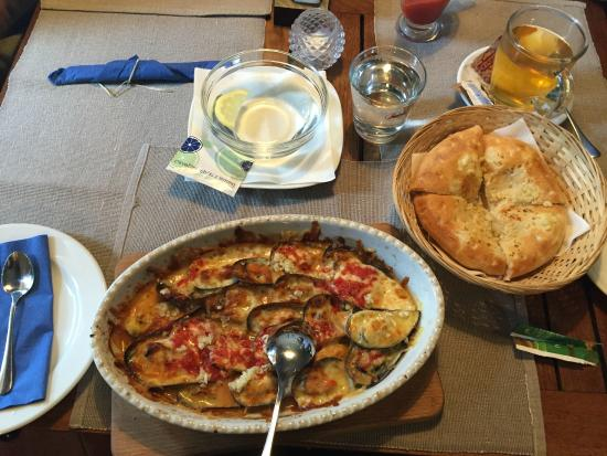 Murska Sobota, Eslovenia: Mussels baked with cheese in wood-fired oven