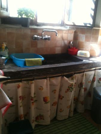 Le Limentre: cucina, particolare del lavello