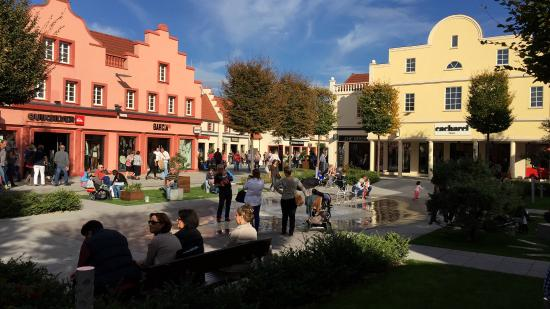 Roppenheim, France: Blick in das Outlet