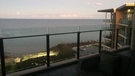 Balcony - Oaks Redcliffe Mon Komo Suites Photo