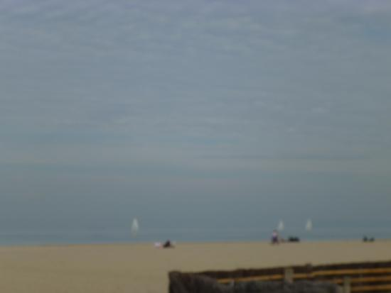 parasols sur la plage picture of deauville beach deauville tripadvisor. Black Bedroom Furniture Sets. Home Design Ideas