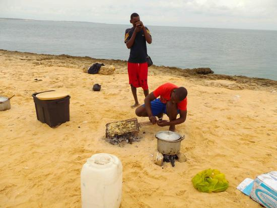 Архипелаг Базаруто, Мозамбик: cooking lunch