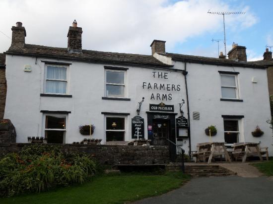 Muker, UK: Outside the Farmers Arms