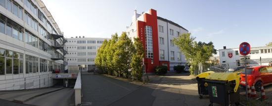 Goethe Hotel: Hotel Goethe aus Sicht von der Straßeneinfahrt