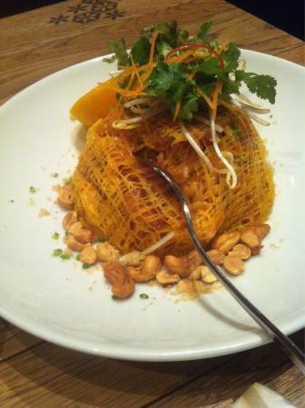 Spice Paragon Bush Inn: Tasty curry but boring and bland pad Thai