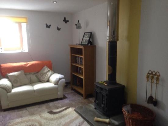 Happy Donkey Hill Bed and Breakfast & Holiday Cottages: Living room
