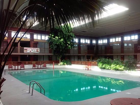 Indoor Pool And Atrium Bild Von Clarion Inn Conference Center
