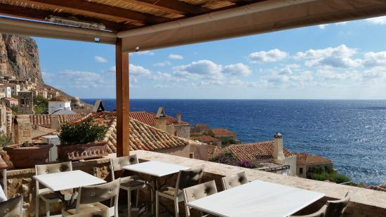 Moni Emvasis Luxury Suites : The view from breakfast at the hotel